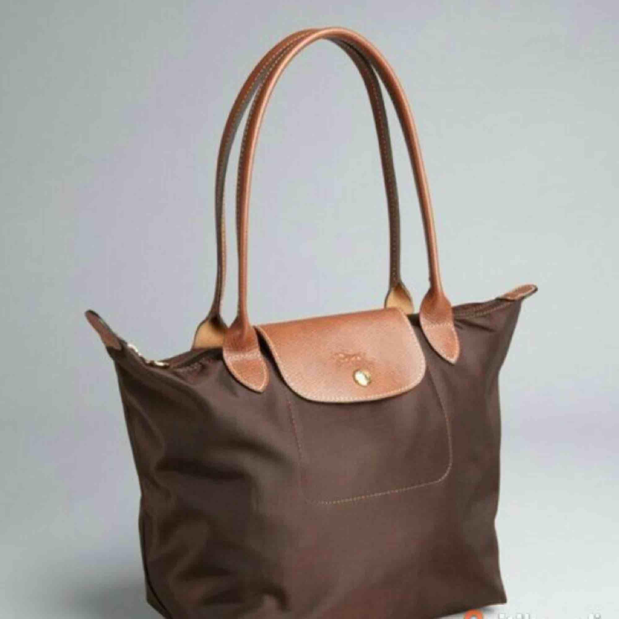 Äkta longchamp väska, brun . Väskor.