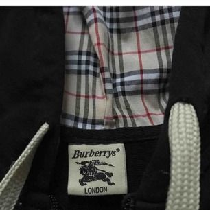 Burberry kofta i storlek Xs, passar även S.