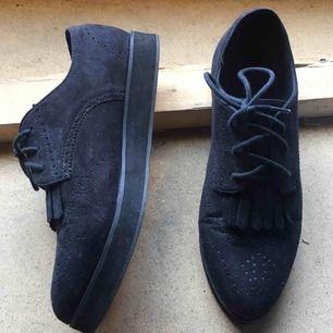 Supersnygga skor från H&M i storlek 39. Köptes för 249kr. Säljer för 70kr + frakt eller mötas upp i Stockholm