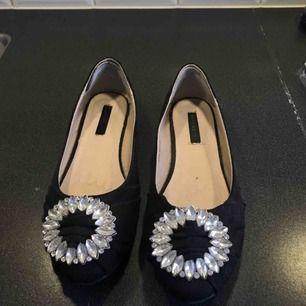 Superfina ballerina skor i storlek 37, använd endast en kväll.