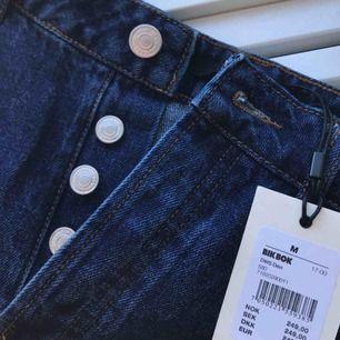 Jeanskjol med prislappen kvar, aldrig använd utan endast testad. Köpare betalar frakt!!