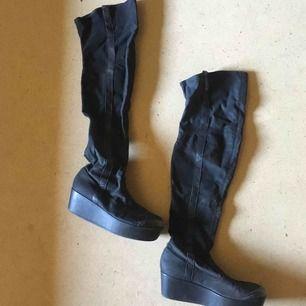 Supersnygga skor från Vagabond i storlek 39. Köptes för 800kr. Säljer för 100kr + frakt eller mötas upp i Stockholm