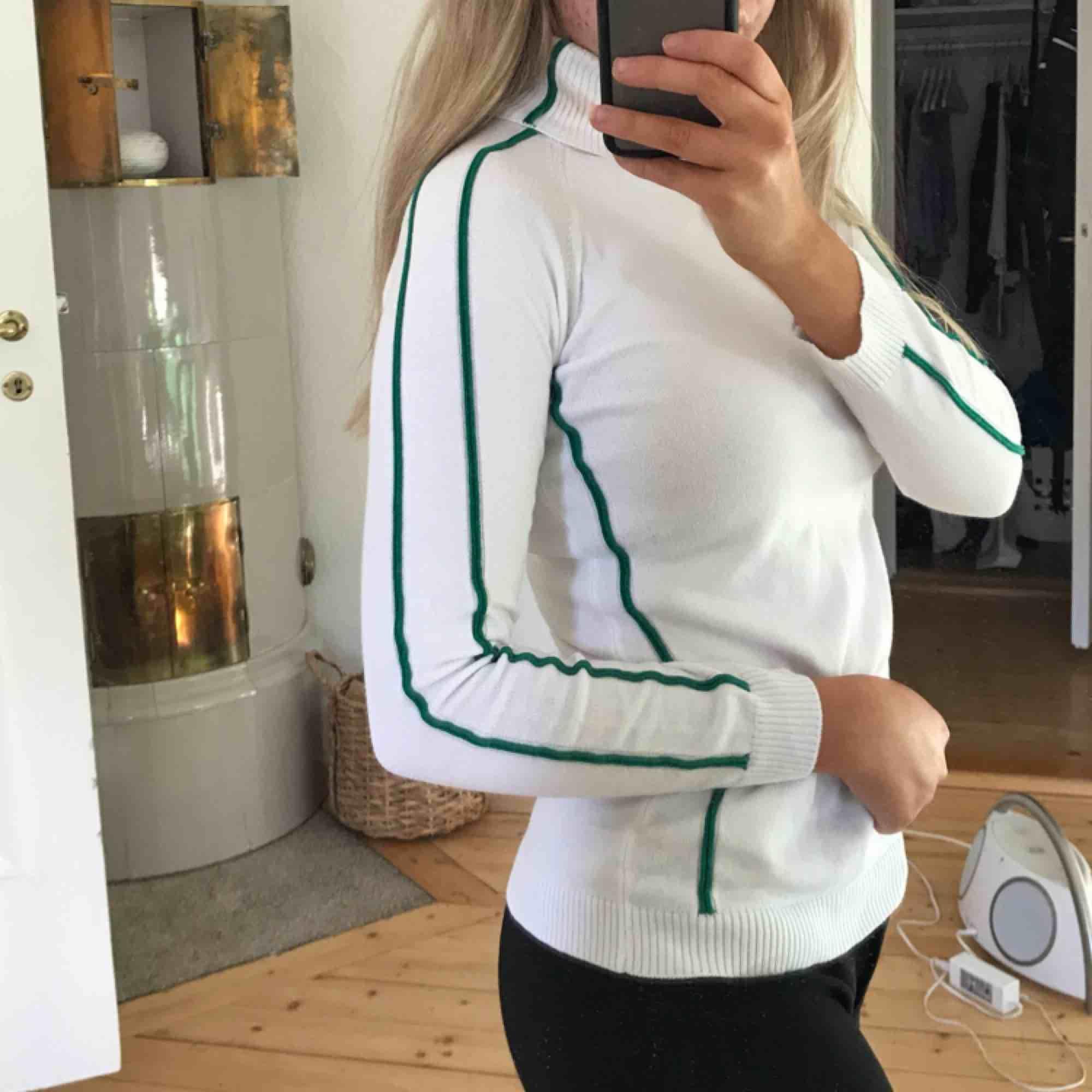Polo från na-kd. Aldrig använd. Mötas i Göteborg eller så står köparen för frakten ☀️. Skjortor.