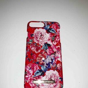 Ett super fint blommigt skal ifrån ideal of sweden, iPhone 7 Plus. Super bra skick! Köparen står för frakt☺️📦