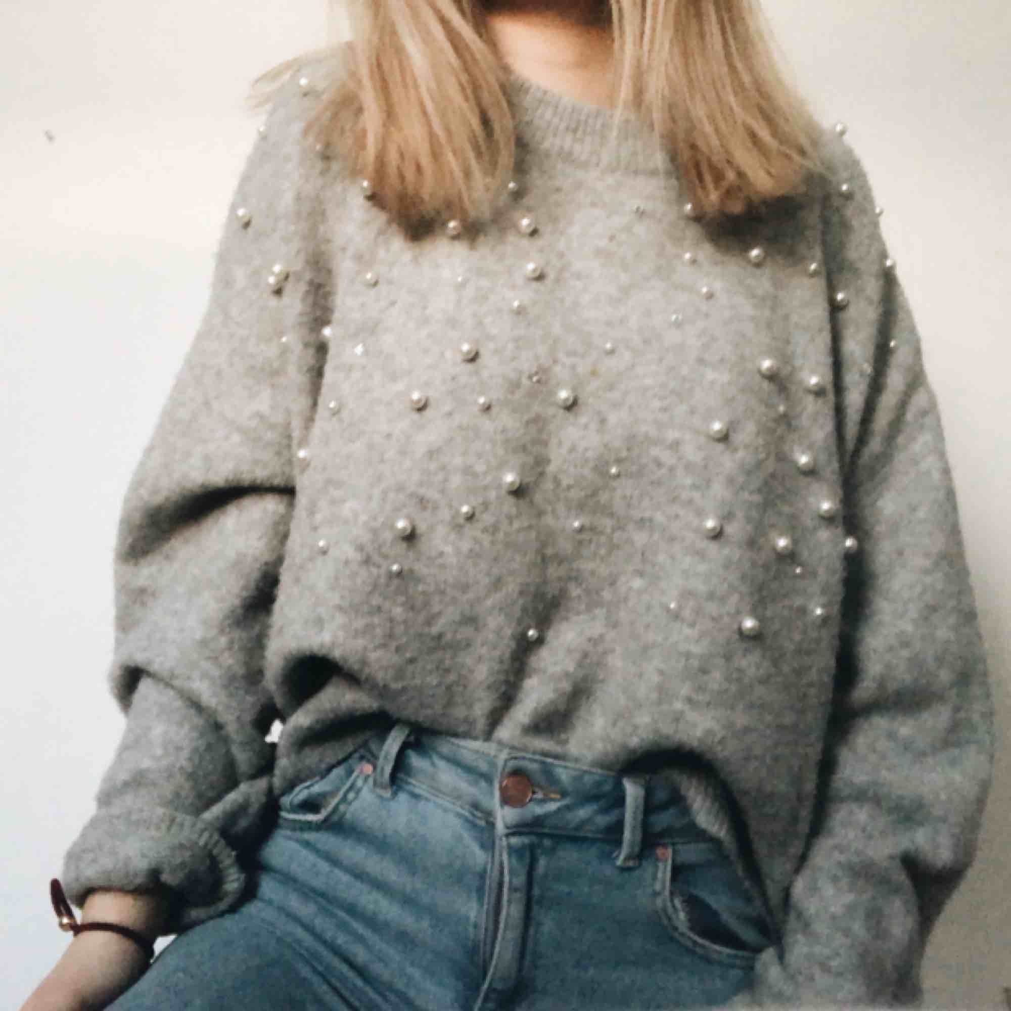 Jättemysig tröja från hm med pärlor. Stickat.
