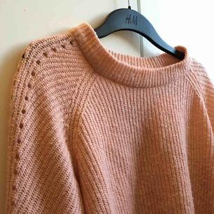 Något nopprig men fin och mysig tröja från H&M i storlek M. ✨