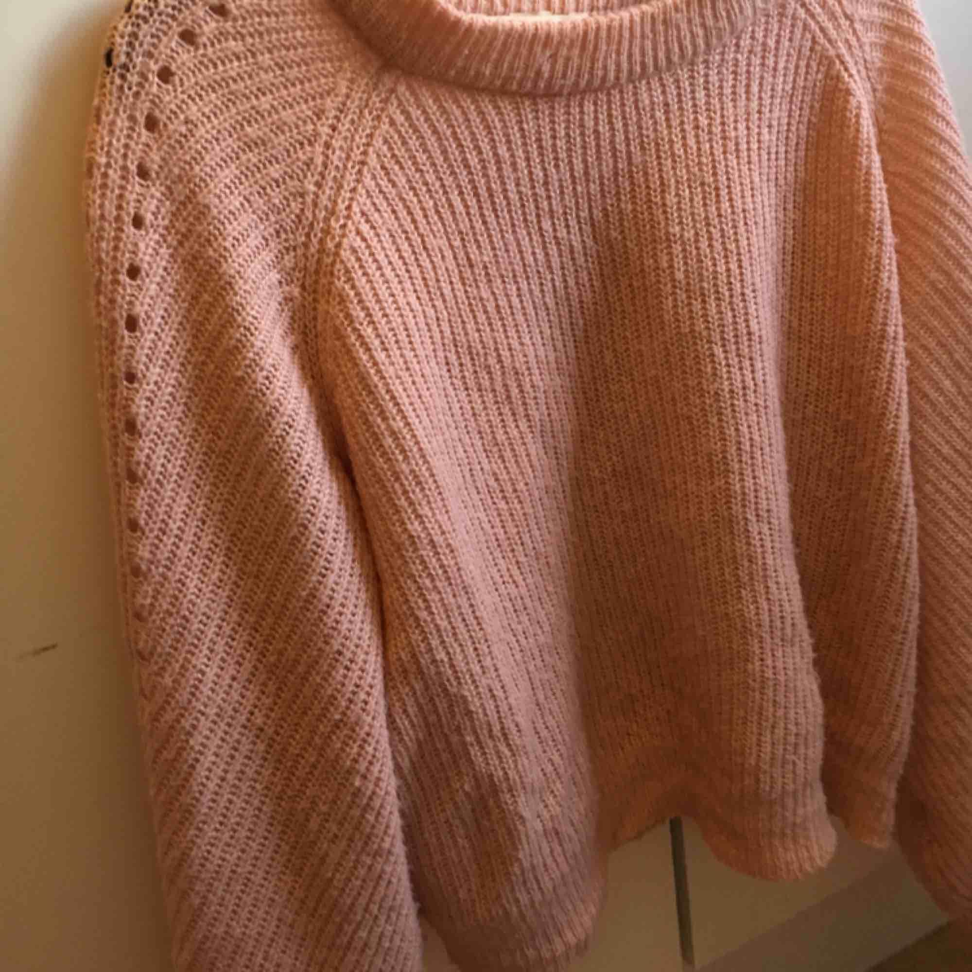 Något nopprig men fin och mysig tröja från H&M i storlek M. ✨. Tröjor & Koftor.