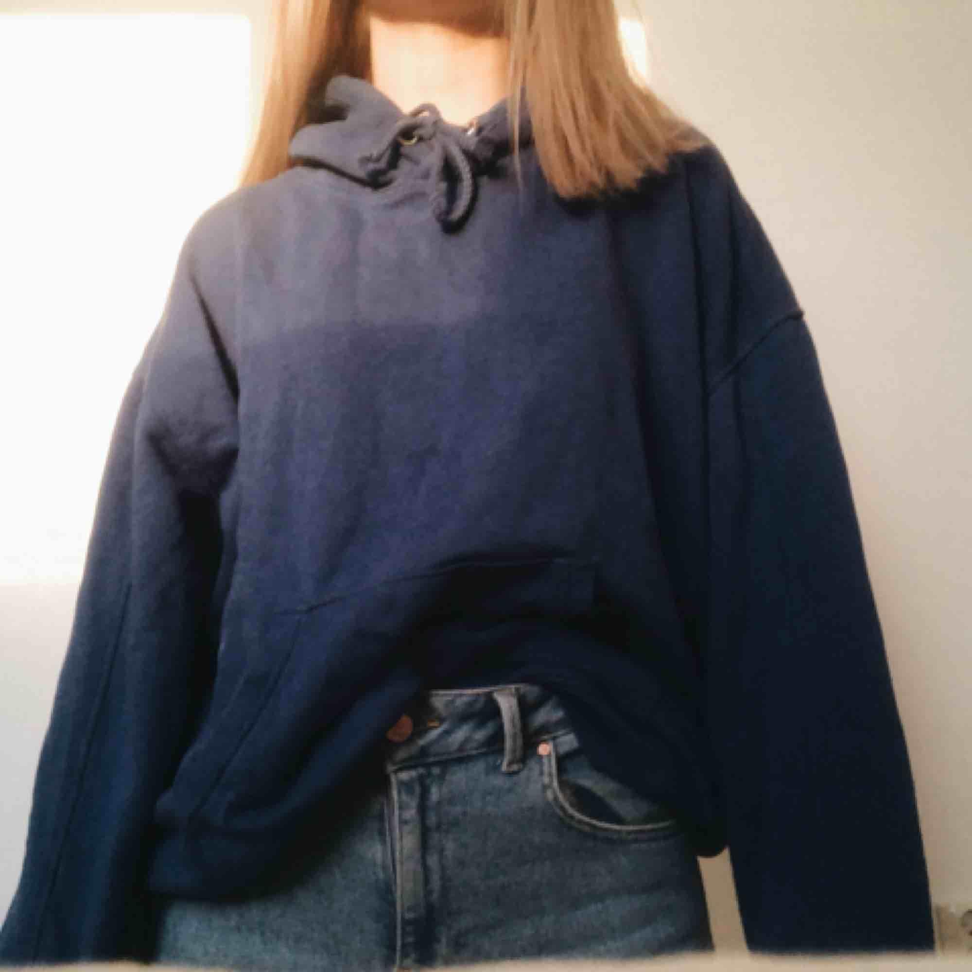Jättemysig hoodie från bikbok. Huvtröjor & Träningströjor.