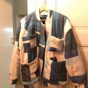 Carin Wester jacka i nyskick, storlek S.  Använt den ett fåtal gånger och säljer pga används inte. Kan mötas upp i Stockholm eller skicka :)