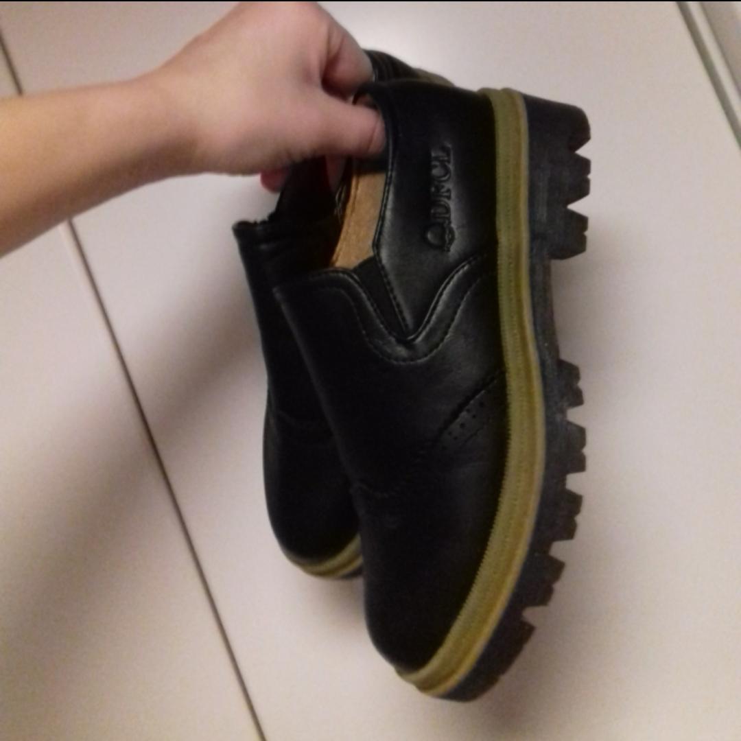 Balla skor i nyskick!! Säljes pga för små för mig, därför oanvända.  Jag har strl 37-38 i så skulle säga att de snarare passar nån som har 36-37. Alltså skulle säga att skorna är som en