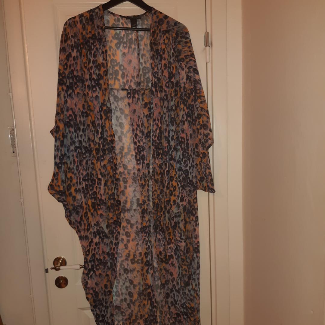 Fin kimono från monki inkl frakt. Övrigt.