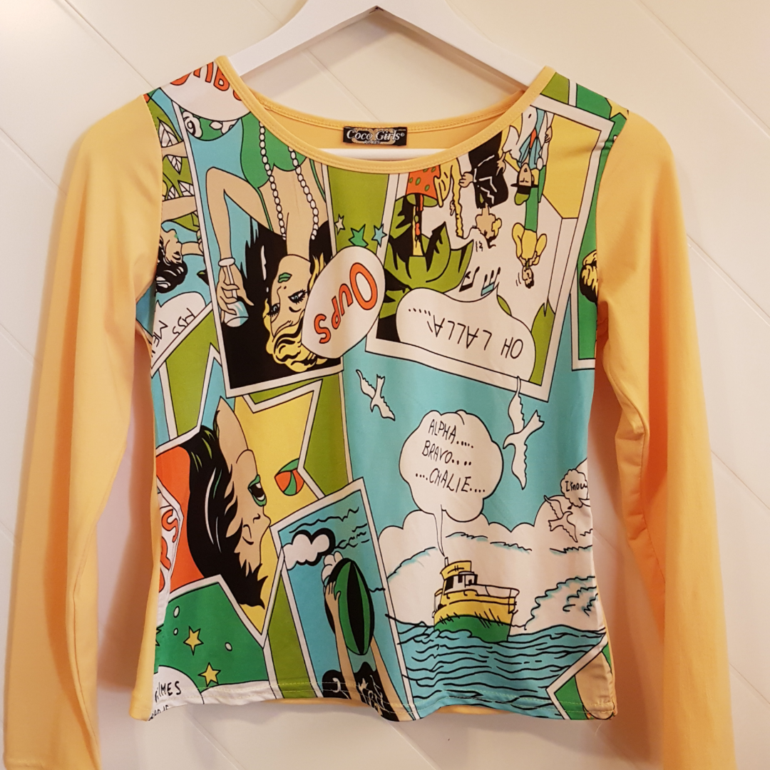 Jättefin, annorlunda tröja från Coco girls. Står ingen storlek men är gissningsvis strlk S. Tryck på framsida i serietidningsstuk med gula ärmar och rygg. Knappt använd.  Frakt tillkommer. Toppar.