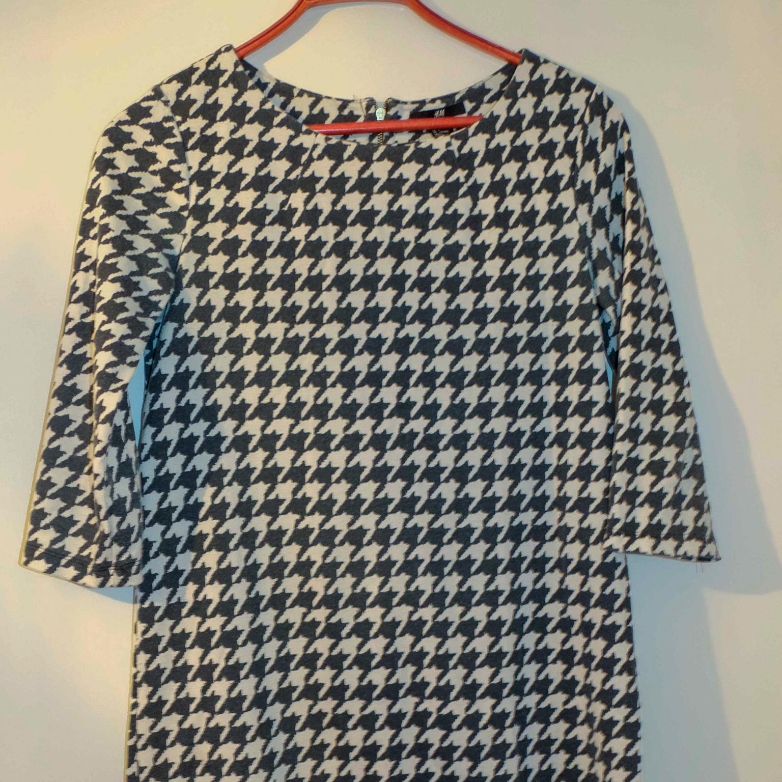 Hundtandmönstrad klänning i ett lite varmare material. Klänningar.