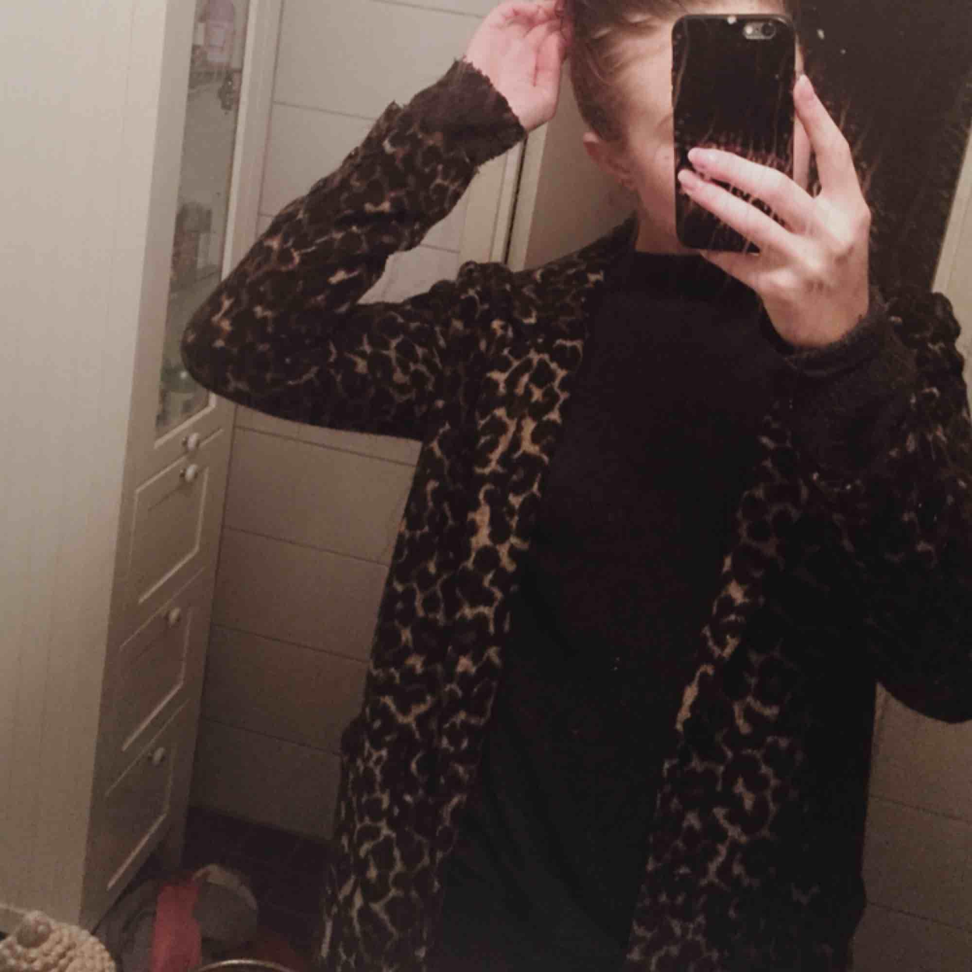 Leopard Kappa storlek S  Helt ny, bra skick och SUPER skön. Jackor.