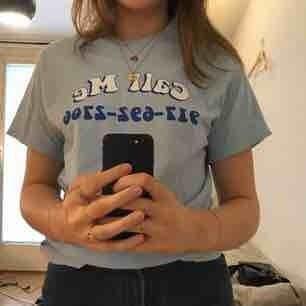 Blå t-shirt från 917, nypris ca 500kr