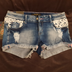 Säljer ett par oanvända shorts med proslapparna kvar