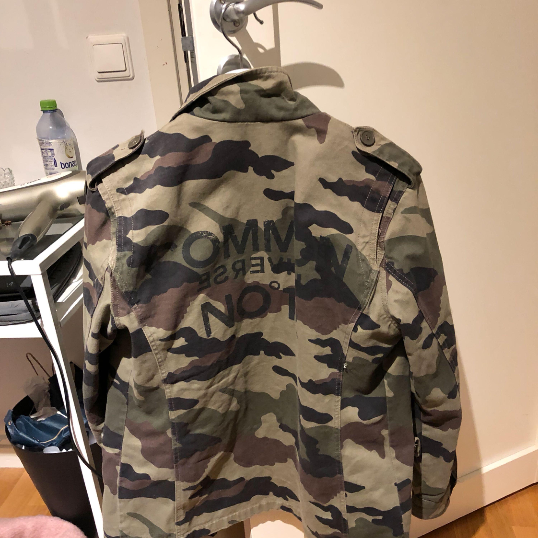 Militärjacka från Gina tricot, som ny.. Jackor.