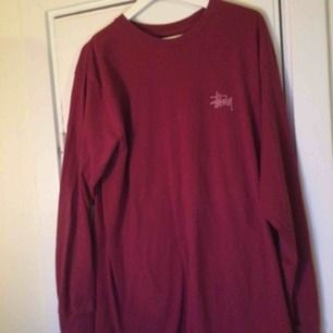 Stussy long sleeve t-shirt. Swish funkar, fraktar över hela Sverige.