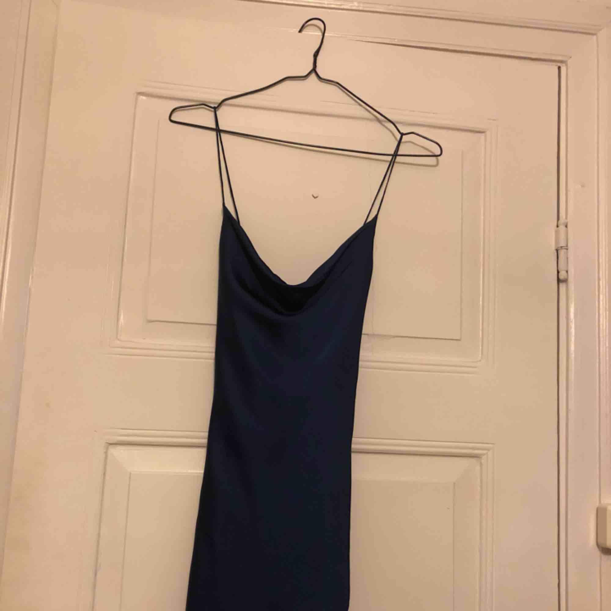 Finaste balklänningen från JarloLondon som aldrig är använd, lappar och allting finns kvar, den är endast provad. Säljer för att jag helt enkelt hittat en annan klänning att ha på mig 😇. Klänningar.
