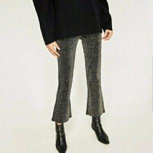 Zara knit glitter pants. Sköna och stretchiga. Resor i midjan och dragkedja på sidan. Strl M