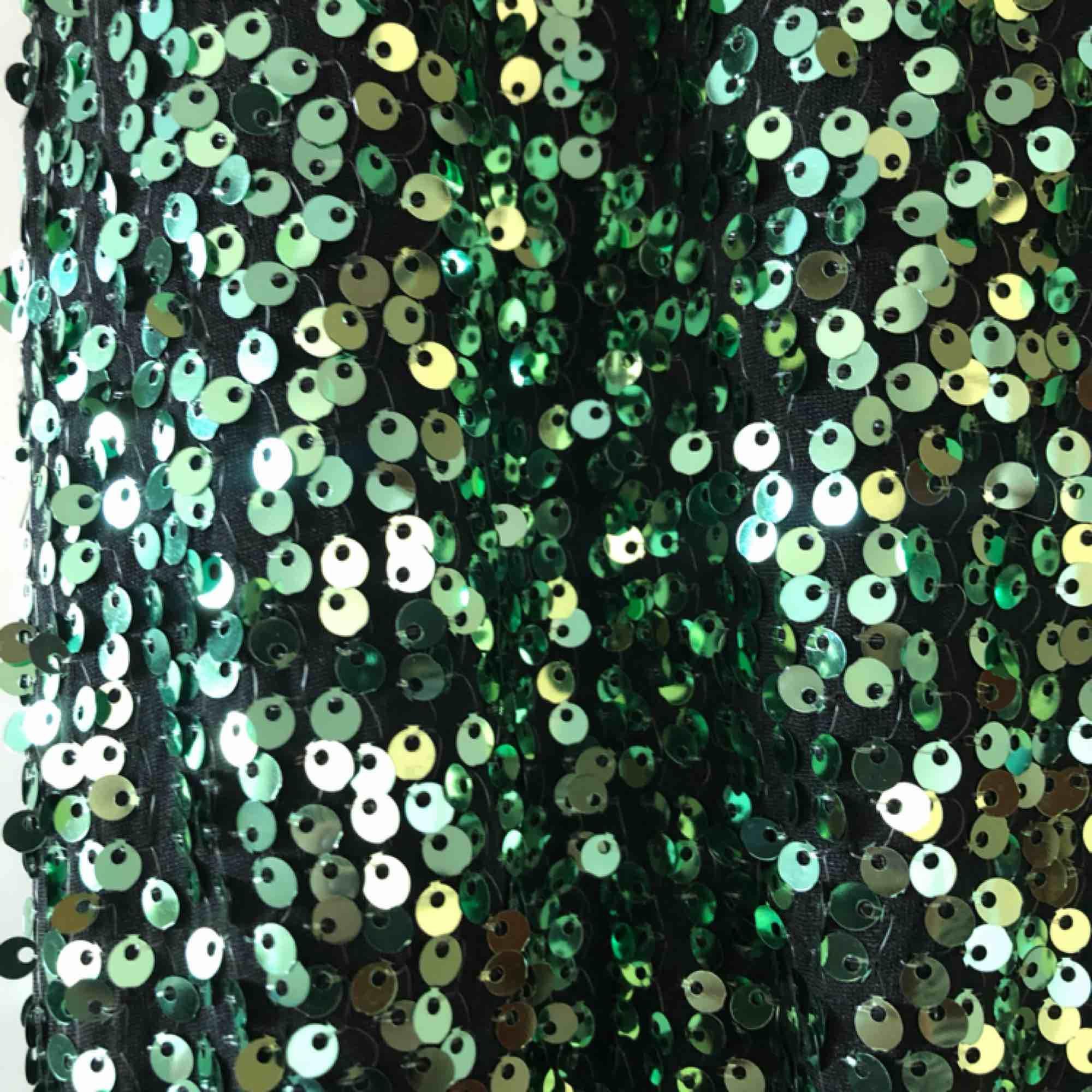 Oanvänd smaragdgrön paljettdröm! Prislapp kvar (399:-). Klänningar.