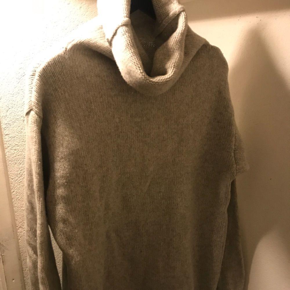 Oversize ulltröja från H&M, polokrage. Strl XS, lång modell. . Stickat.