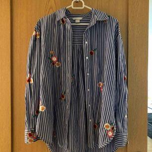 Super fin skjorta. Stor i storleken, skulle bemöda den mer som en 38.