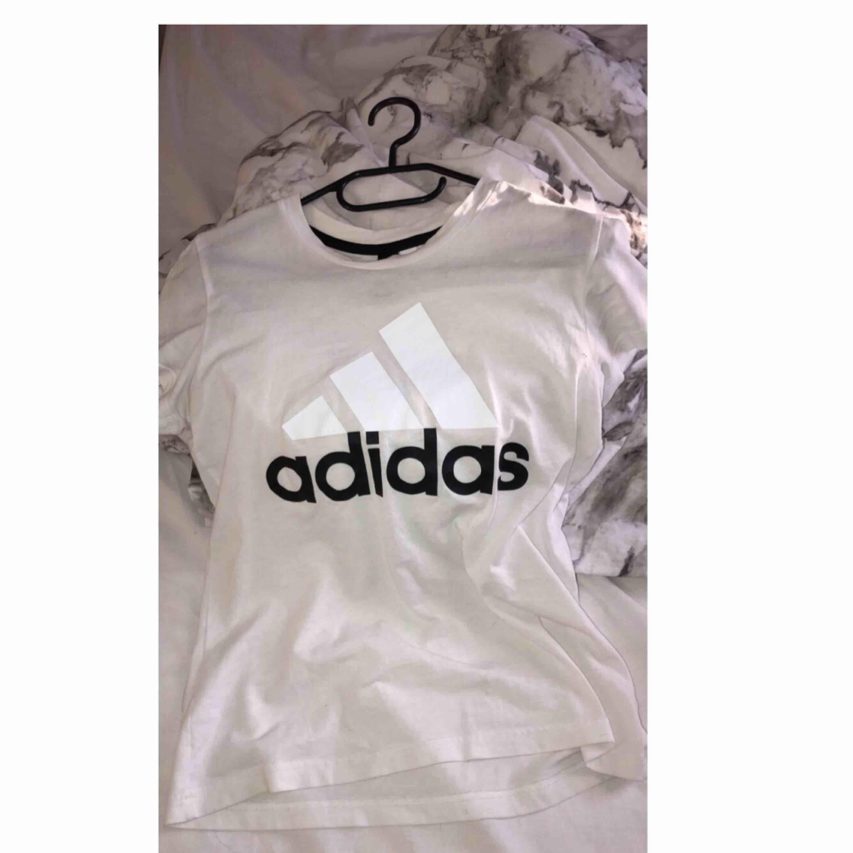 Adidas t-shirt. T-shirts.