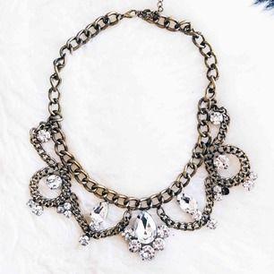 Jättefina statment halsband, antigen är de aldrig använda eller typ en kväll. Alla tre för 50kr ihop. 🎀