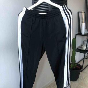 Adibreak pant.  Oversized Adidas track pants.  Endast testade hemma.
