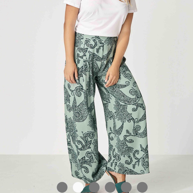 Söker dessa byxor från INDISKA. Jeans & Byxor.