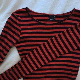 Långärmad randig tröja från Gina, strl XS Skitsnygg att ha under tishor