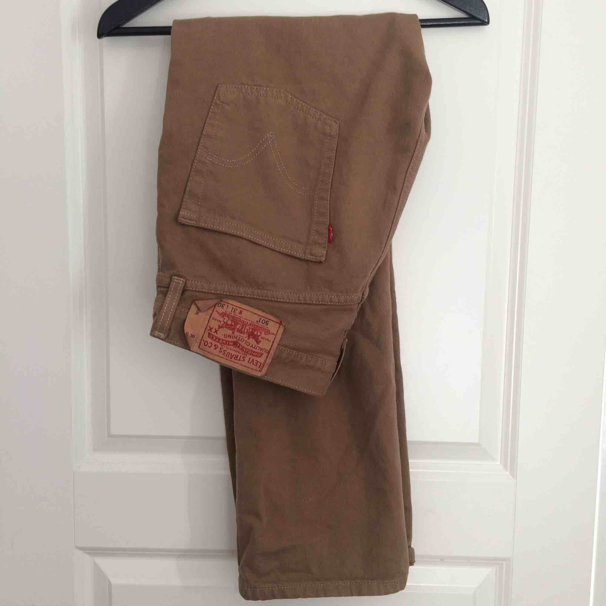 Tan/brown Levi's 501 31x30  Will deliver in Stockholm or ship at buyers expense . Jeans & Byxor.