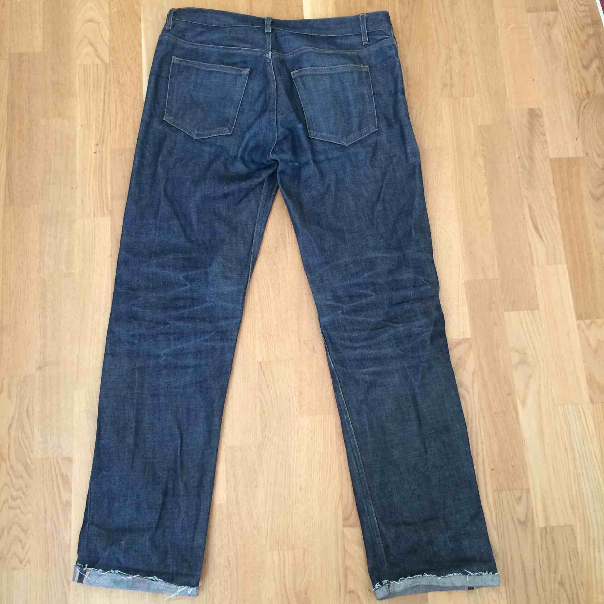 APC New standard, 31 waist cut down to around 32 in the leg. Got a lot of life and some nice fades. Jeans & Byxor.