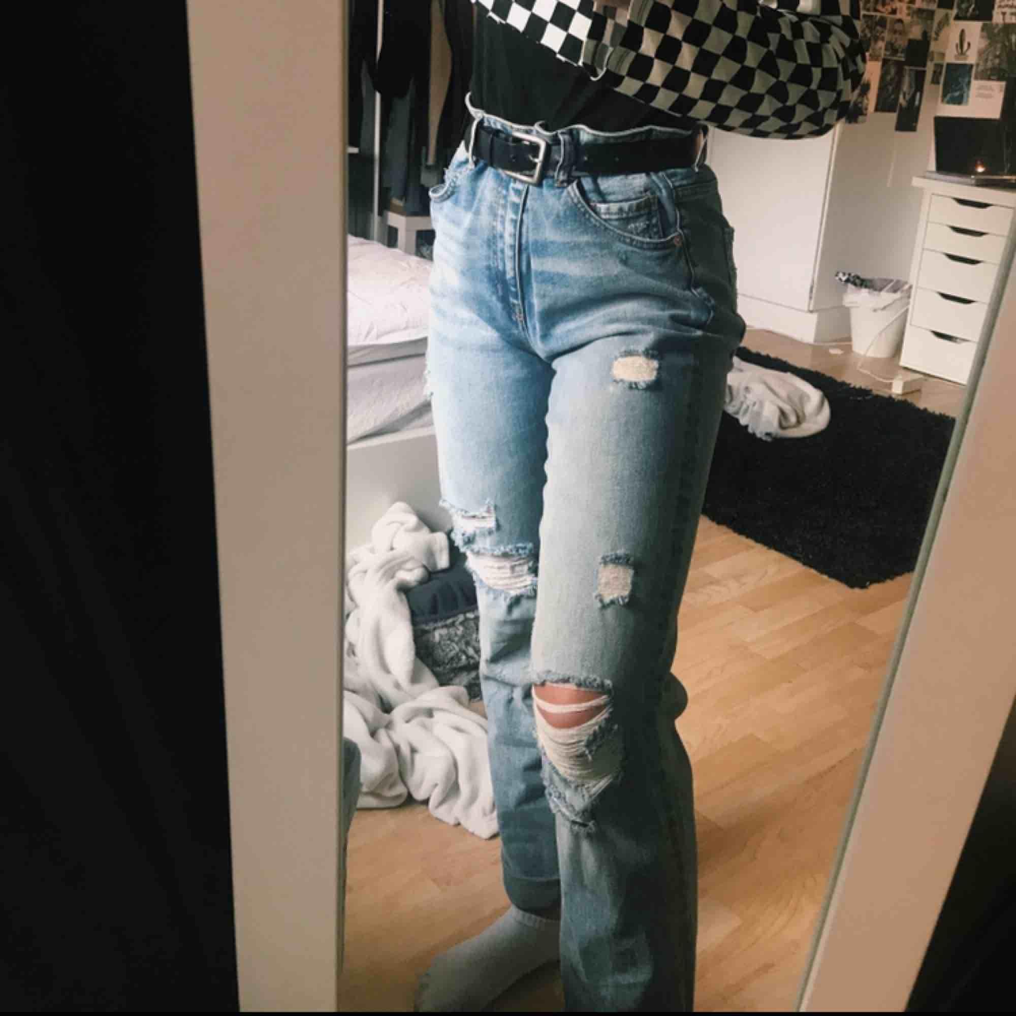 säljer ett par byxor från hm i strl 33 pga aldrig använda. säljer för 100kr + frakt (30kr). hör av er. Jeans & Byxor.