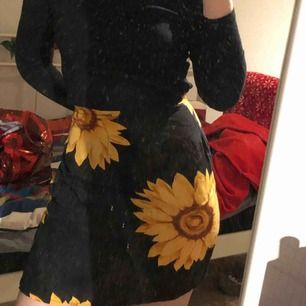 Detta är den perfekta kjolen. Vacker wrap kjol som passar allt du bär, super bekvämt!