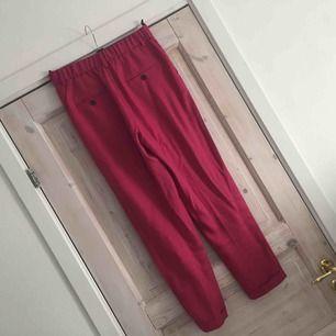 Rosa kostymbyxor från Nelly Trend.  Nyskick!