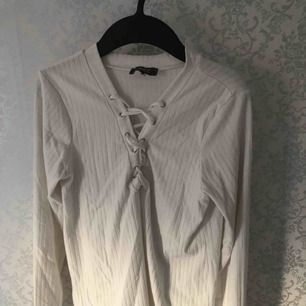 Skit fin tröja med finaste linjer. Säljer pga behöver inte och jättemjuk. Frakt: 20kr❤️