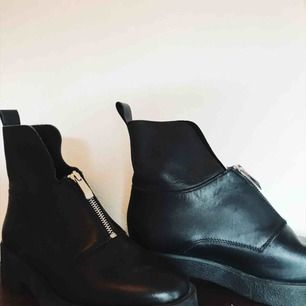 Så himla snygga boots ifrån Zara som tyvärr är för stora för mig! I fint skick.