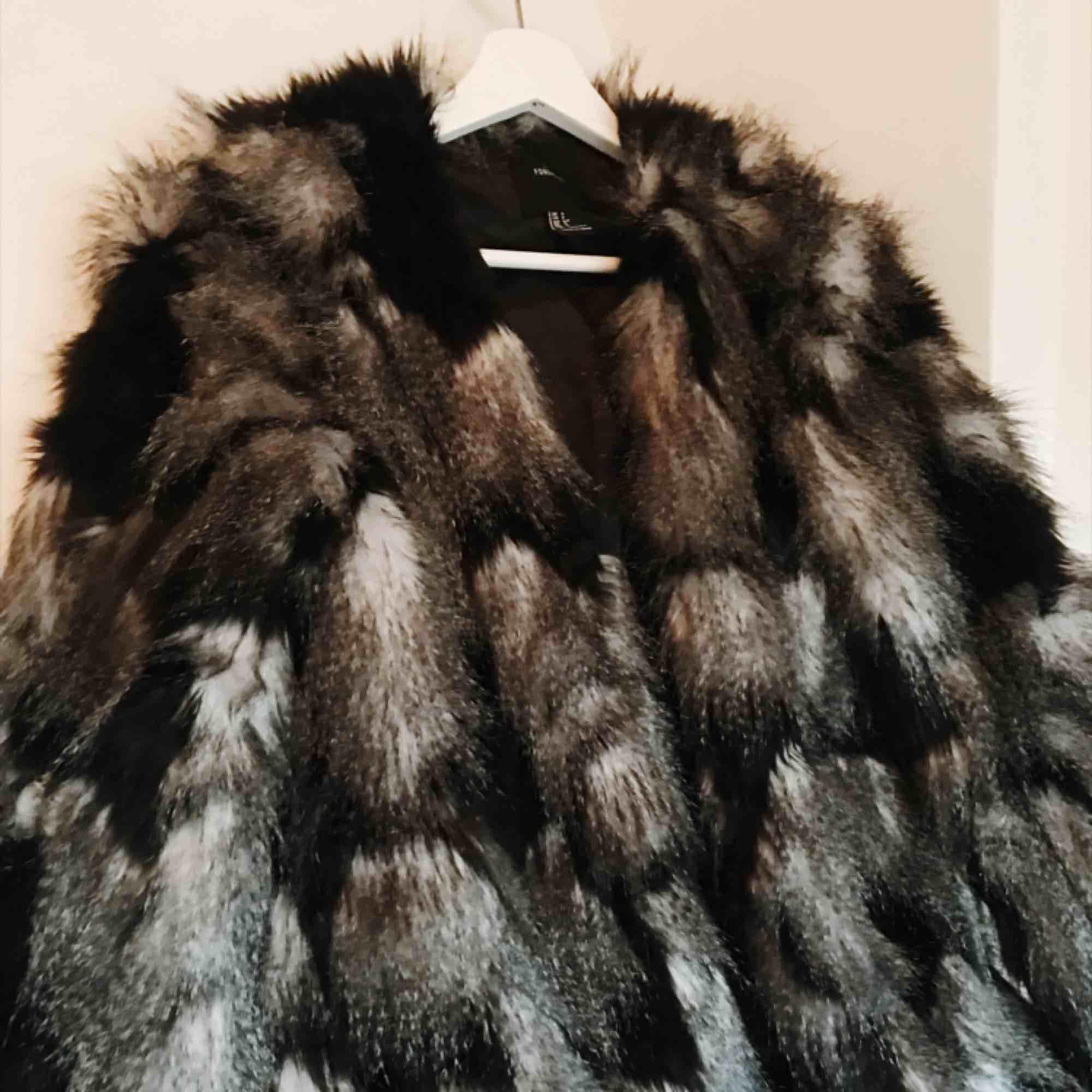 Snyggaste faux fur ifrån Forever21. Nyskick!. Jackor.