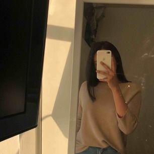 Mysig beige tröja från Hm. Inte använts på länge. Storlek S men passar även M.