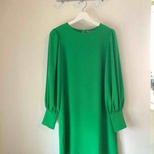 Rak klänning, använd högst 2 gånger