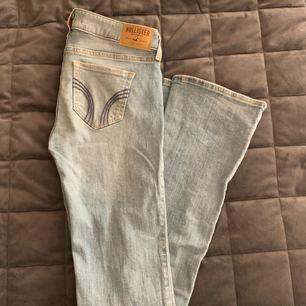 Bootcut jeans från hollister, knappt använda! Frakt ingår!