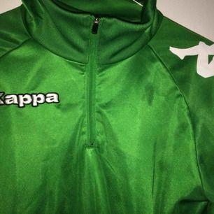 jättefin tröja från kappa m en liiiiten fläck<3 som typ ej syns:)