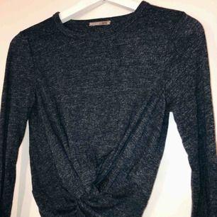 Suuuperfin magtröja men långa ärmar. En utav de absolut skönaste tröjorna, dock kommer den inte till användning för mig ):