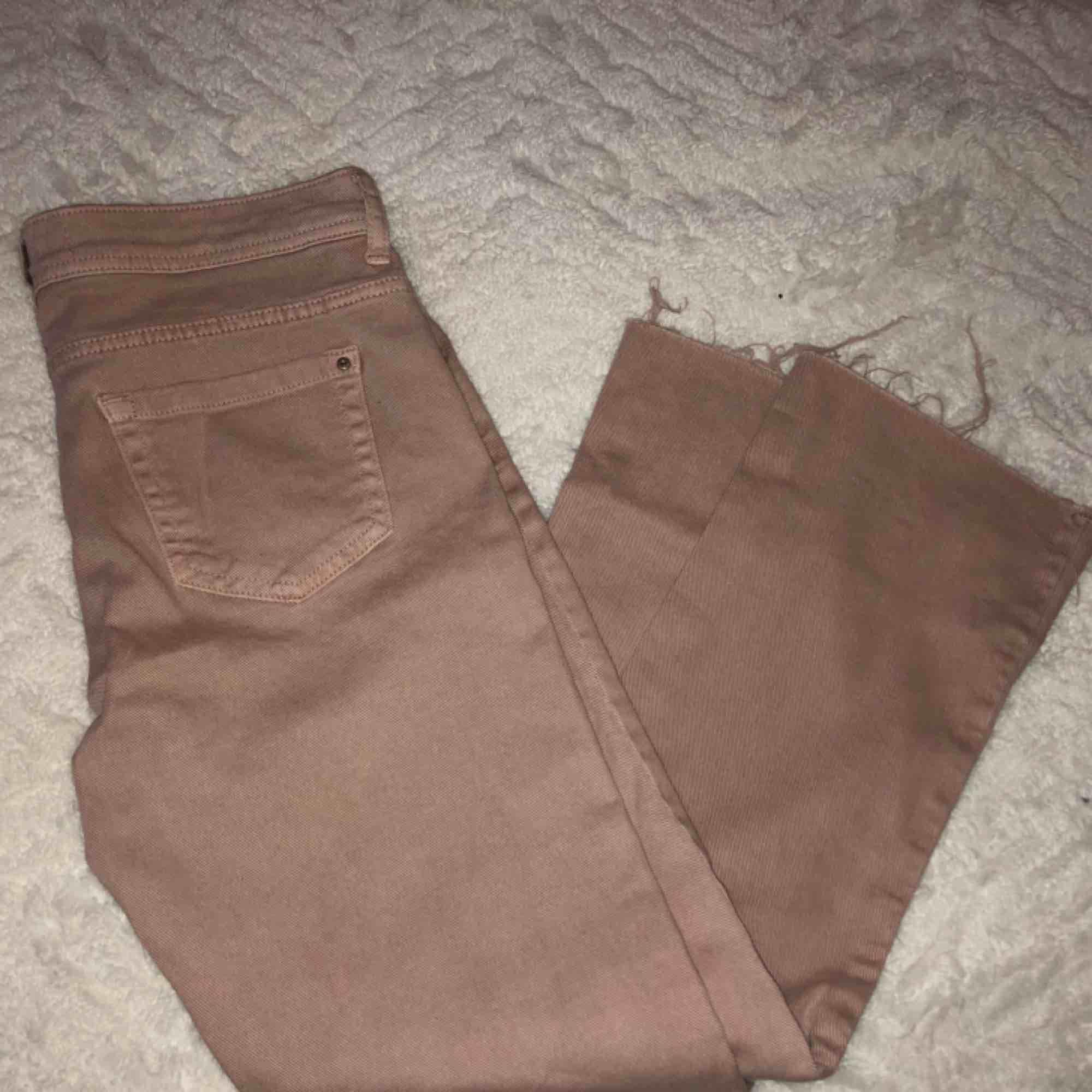 Ljusrosa byxor från Zara. Jeans & Byxor.