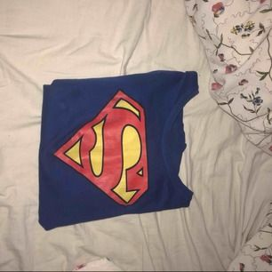 En jätte snygg superman tröja!!