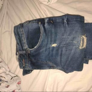 Snygga håliga jeans