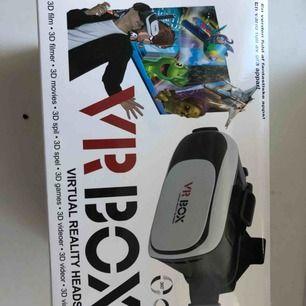 VR-glasögon. Aldrig använda endast testade. Säljer pga att de aldrig kommer till användning. Fjärrkontroll och putsduk ingår!