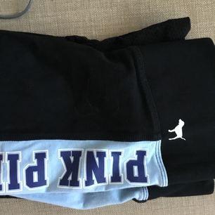 Victoria secret pink yoga pants/ tränings tights/byxor. Bra skick! Det är nät i slutet av byxorna (se sista bild) kostade ca 400 kr i nypris men säljer för 120 kr.